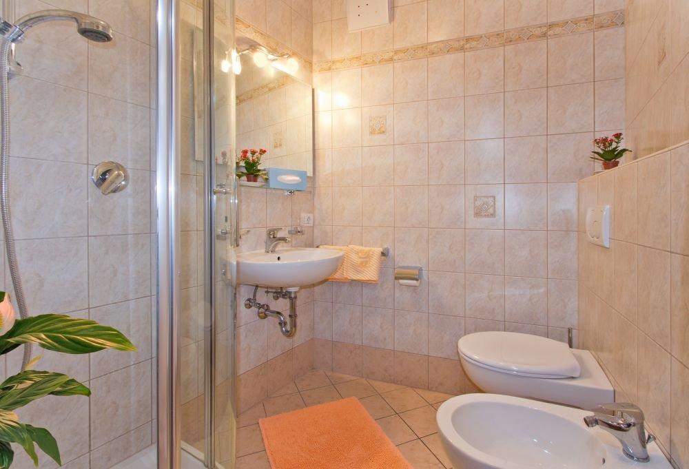 dusche-einzelzimmer